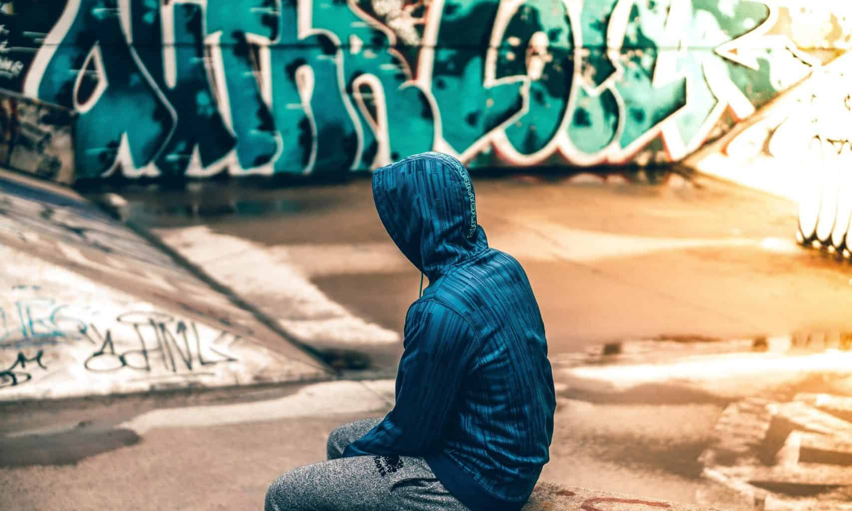 Teenager at website with grafitti background